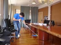 Fizyczna praca dla kobiet w Norwegii przy sprzątaniu