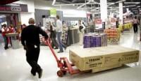 Fizyczna praca przy wykładaniu towaru w Norwegii